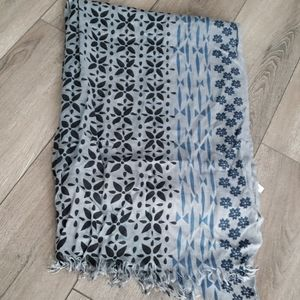 🧣Gray and Blue Print Scarf